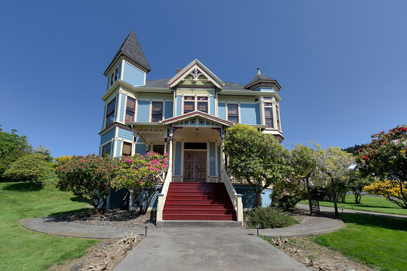 1890 Queen Anne Victorian In Astoria Oregon