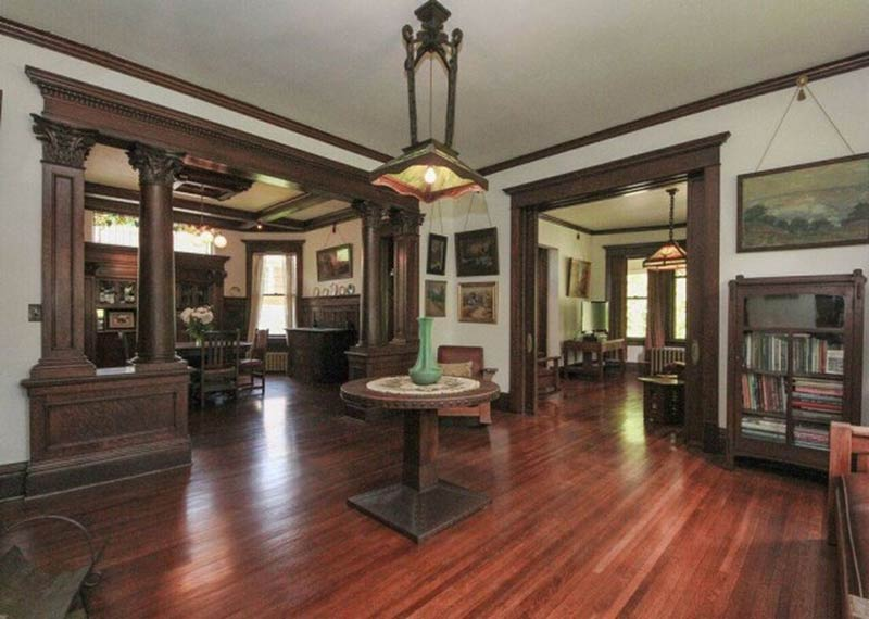 there 39 s some pretty insane woodwork inside this illinois home circa old houses. Black Bedroom Furniture Sets. Home Design Ideas