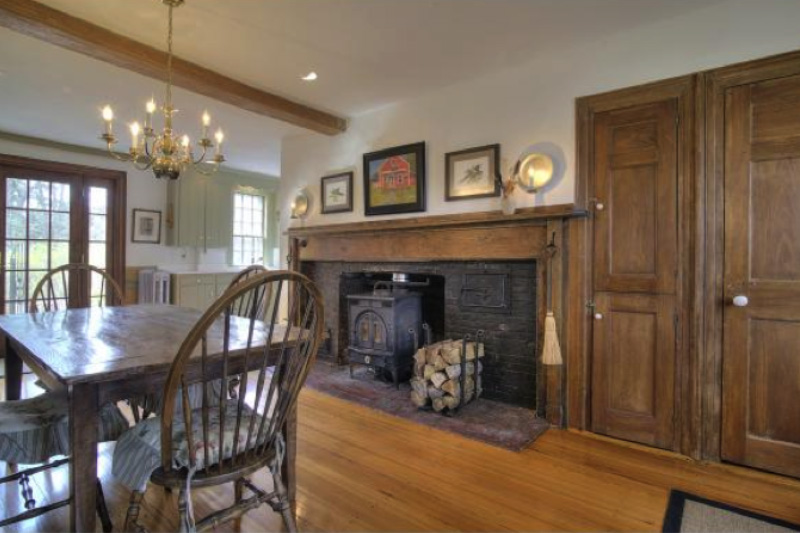 A Majestic Federal Stlye Home In Fremont New Hampshire