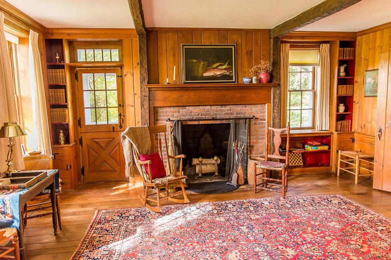 This Saratoga County Colonial is so Warm and Inviting!