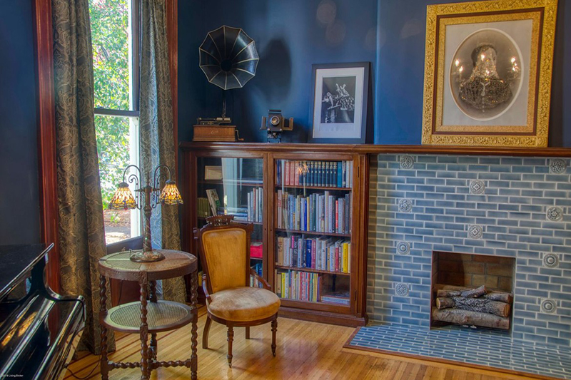 6 Old Homes with Fabulous Fireplaces