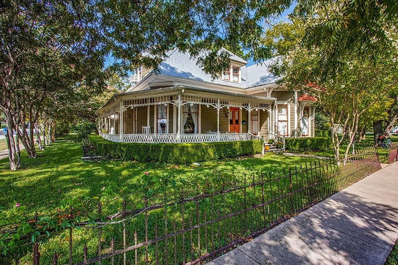 10 Beautiful Old Houses For Sale in Texas