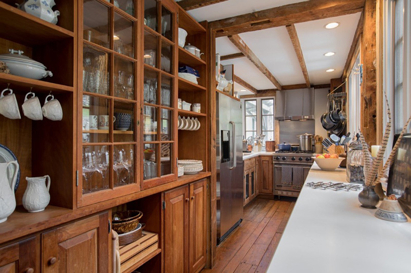 4 Old Houses with Charming Kitchens