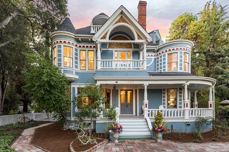 For the Love Of All the Old Houses – 10 Of the Most Amazing Historic Homes For Sale This week!
