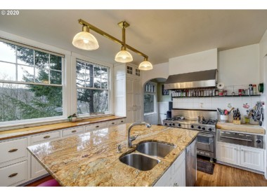 3820 Westcliff Dr, Hood River, OR 97031-11