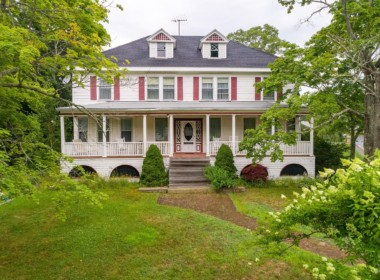 16 Eastern Ave, Boothbay Harbor, ME 04538-1