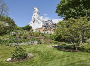 150 Russell Ave, Rockport, ME 04856-3