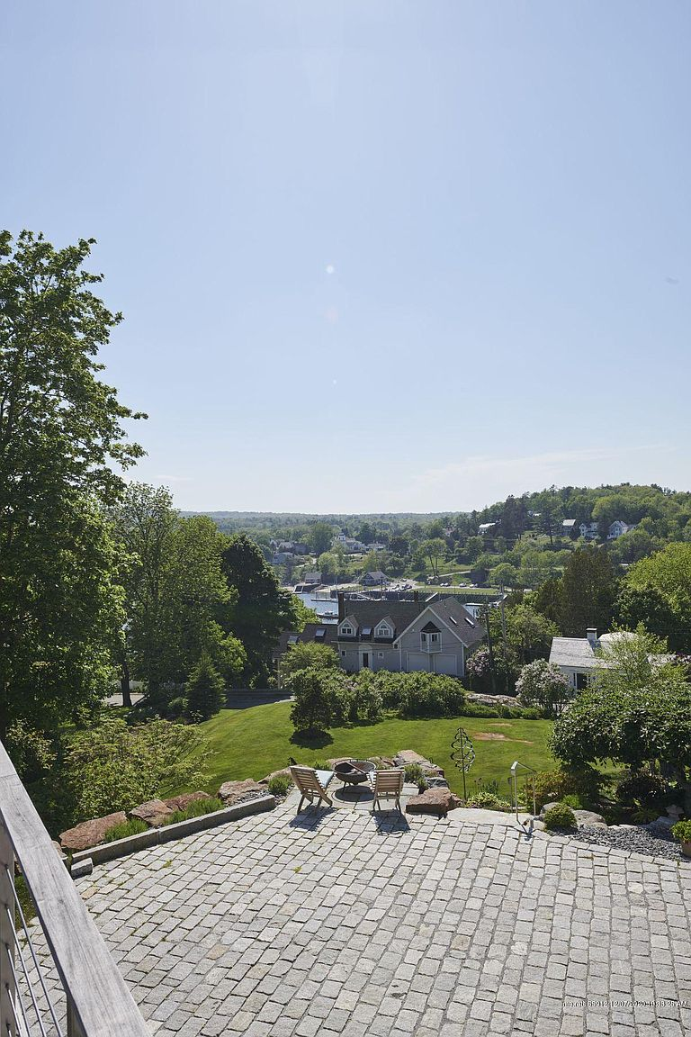 150 Russell Ave, Rockport, ME 04856-34