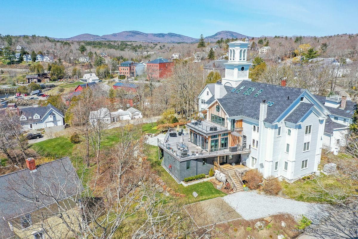 150 Russell Ave, Rockport, ME 04856-38