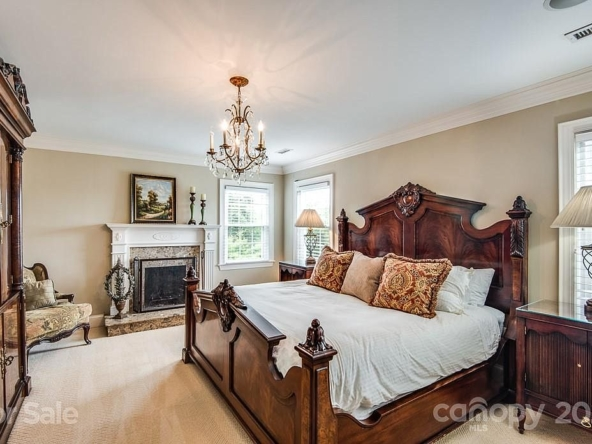 1830 5th St NW, Hickory, NC 28601-26