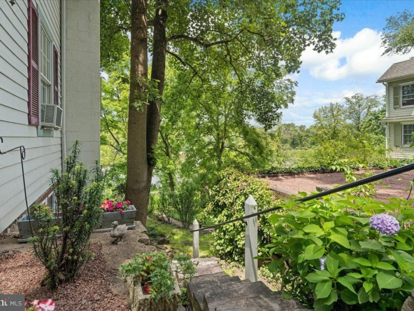 3584 River Rd, Lumberville, PA 18933-37