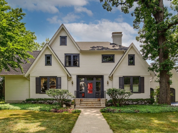 235 W Cook Ave, Libertyville, IL 60048-2