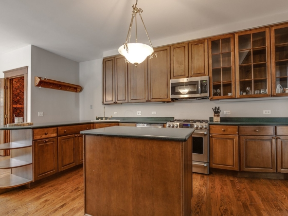 235 W Cook Ave, Libertyville, IL 60048-8
