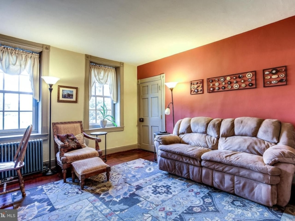 21 W Chatsworth Ave, Reisterstown, MD 21136-4